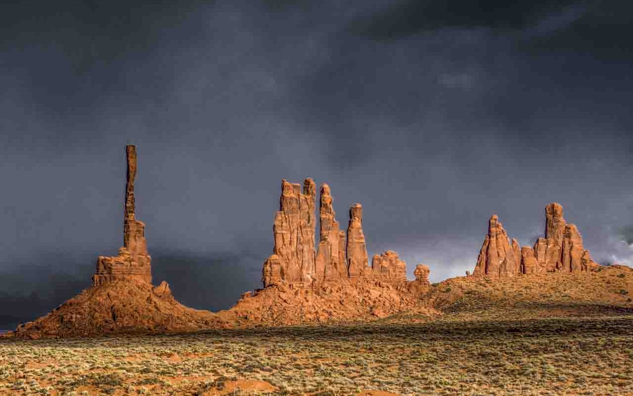 Monument Valley – Totem and Dancers