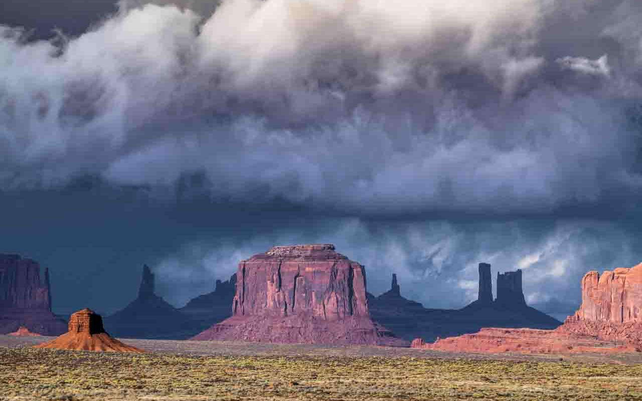 Monument Valley – Incoming Storm